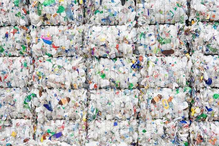 Bacterie qui mange le plastique. Uploaded by