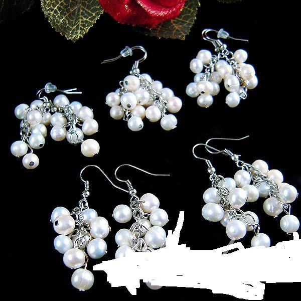Kuma produce in Romania lavoare cu perle si pietre semipretioase ce ajung in casele europenilor
