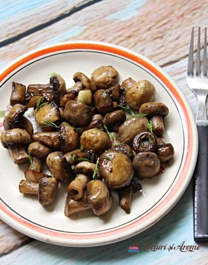 Plăcintă cu ciuperci la tigaie